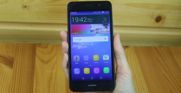 Držím v ruce Huawei Y6